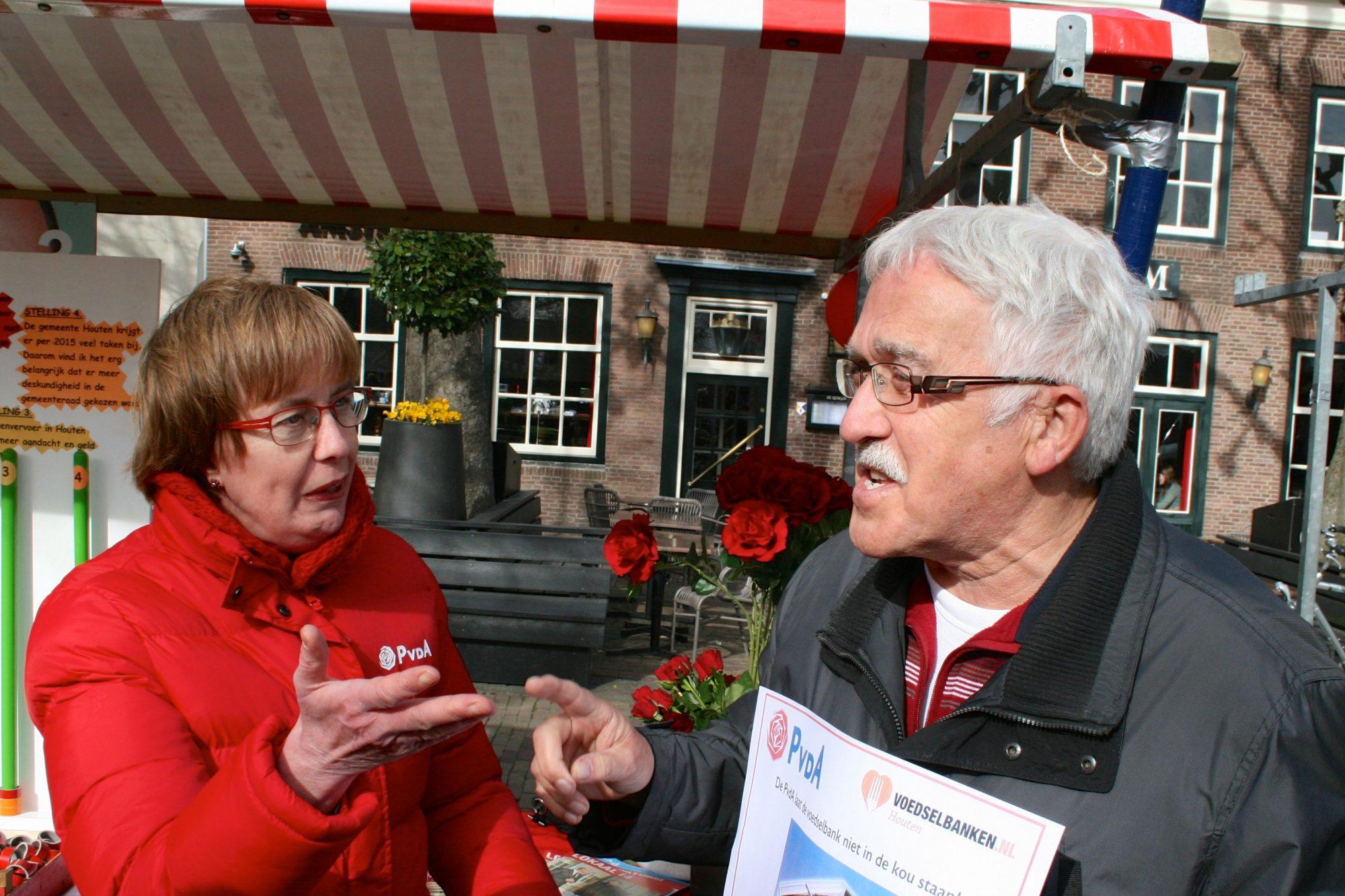 Ben de Jong (Voedselbank) en Yvonne Koning (PvdA) in discussie